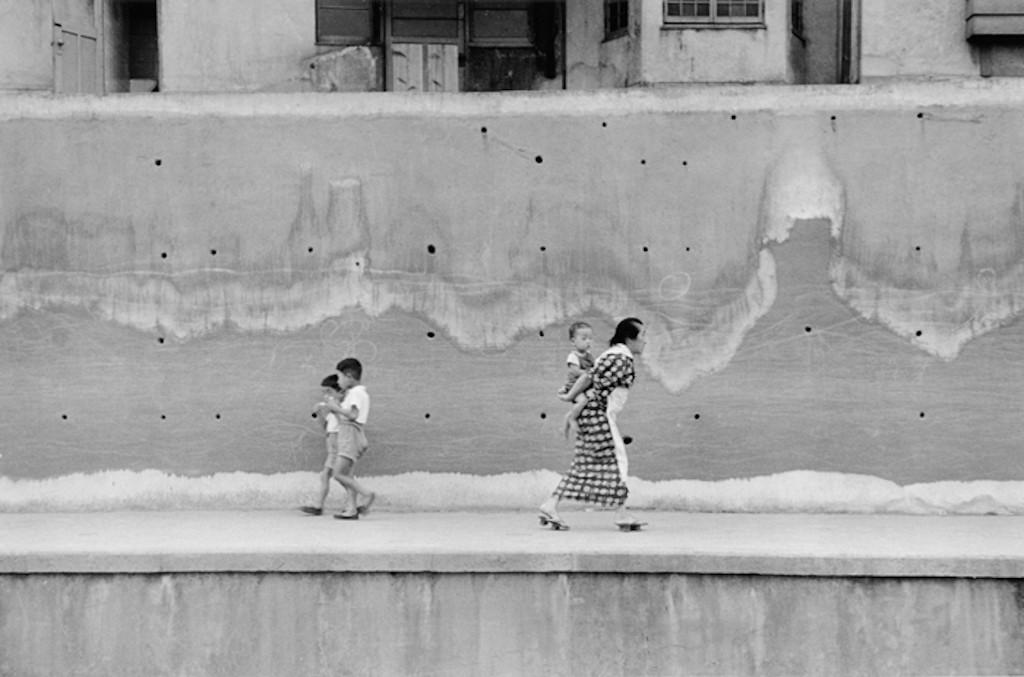 original_01-le-mur-quartier-d-araki-cho-tokyo-1956-nicolas-bouvier-courtesy-by-musee-de-l-elysee-lausanne-2-jpg-1024x677
