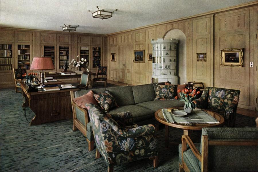 zu-Hitler-Haus-WachenfeldArbeitszimmer-Hitler-Haus-Wachenfeld-Study-